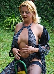 Big tit t-girl masturbates outside