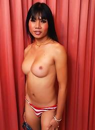 Exotic ladyboy beauty exposes sexy body