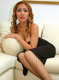 Lustful drag queen plays with her rod