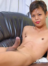 Little 18 year old cutie from Bangkok!
