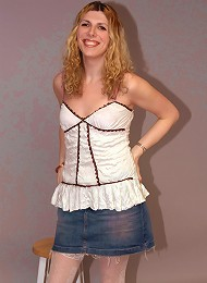 Kat is a sexy and fun blonde tranny who lives stripping for the camera and deep throat blowjobs.