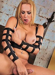 Kinky shemale blonde Walkiria playing all alone