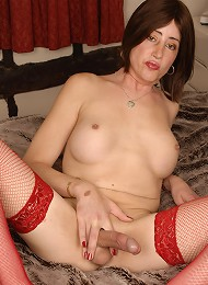 British tranny shows off her hot cock