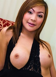 Hot chicana shemale flashes her dick